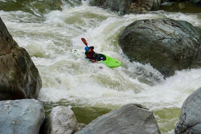 kayak ecuador, ecuador kayaking, kayaking in Ecuador, adventure kayaking, guided kayaking in Ecuador, whitewater kayaking, Oyacachi river