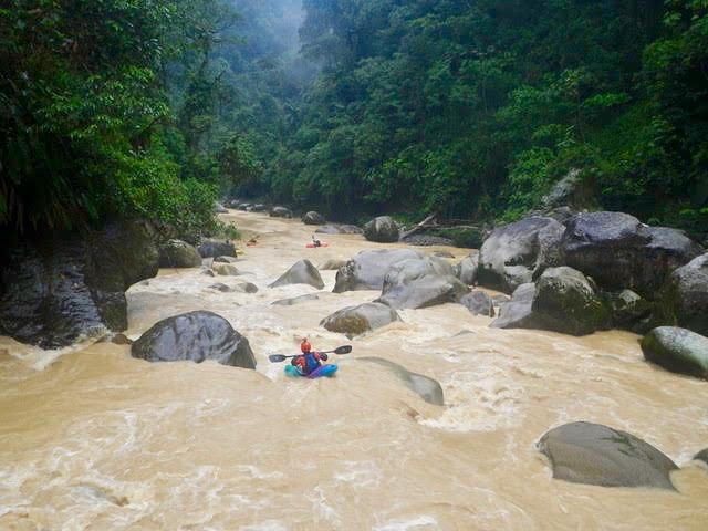 kayak ecuador, ecuador kayaking, kayaking in Ecuador, adventure kayaking, guided kayaking in Ecuador, whitewater kayaking, jondachi river